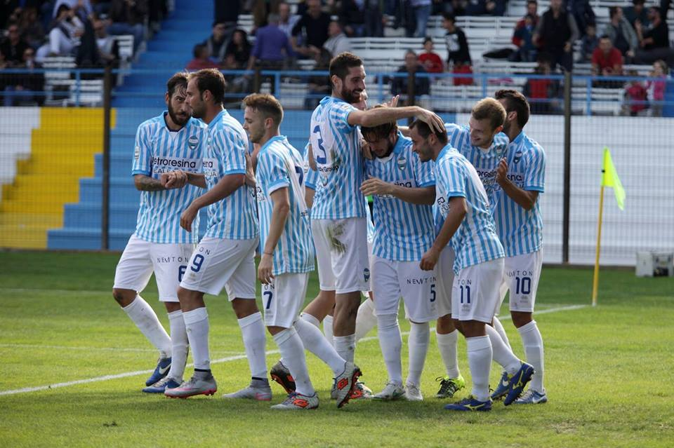 Photo of Serie B: la Spal vince e si porta in testa alla classifica, male il Frosinone