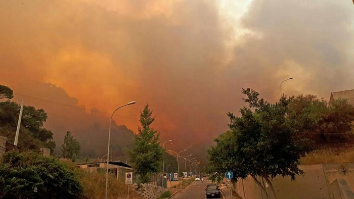 Photo of Fiamme al Sud, sul Vesuvio arriva l'esercito